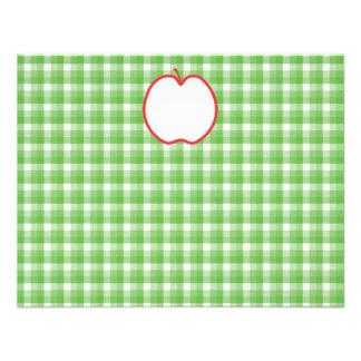 Apple rojo. Con el fondo verde y blanco del contro Comunicado Personalizado