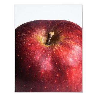"""Apple rojo en blanco invitación 4.25"""" x 5.5"""""""