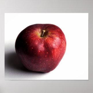 Apple rojo en blanco posters