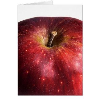 Apple rojo en blanco tarjeta de felicitación