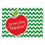 Apple rojo en las rayas verdes retras de Kelly Che Felicitacion