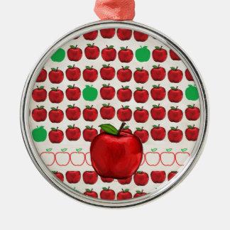 Apple rojo grande en Apple diseña con rojo y pone Adorno Navideño Redondo De Metal