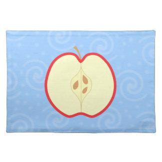 Apple rojo medio. Fondo azul del modelo del remoli Mantel Individual