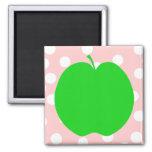 Apple verde con el fondo manchado imán