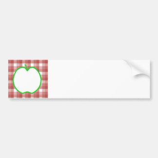 Apple verde con el modelo rojo y blanco del contro etiqueta de parachoque