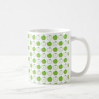 Apple verde modela la taza de café
