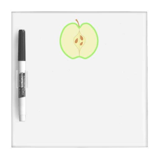 Apple verde partido en dos pizarras blancas de calidad