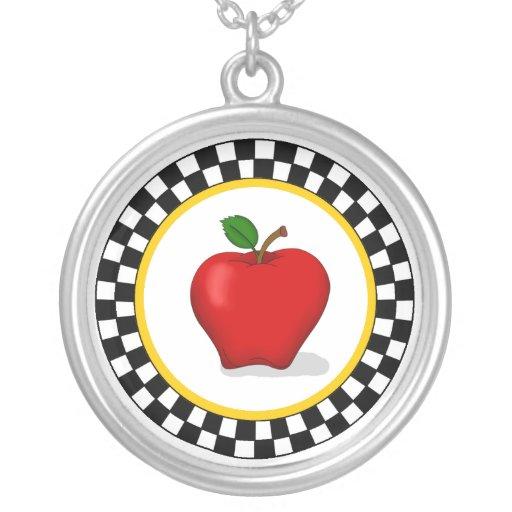 Apple y collar del tablero de damas