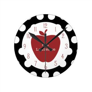 Apple y profesor rojos del lunar reloj redondo mediano