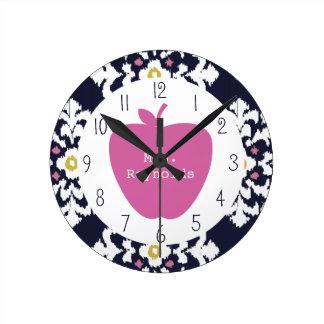 Apple y profesor rosados de Ikat Reloj De Pared