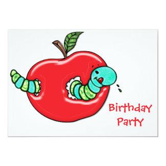 """Apple y una fiesta de cumpleaños hambrienta del invitación 5"""" x 7"""""""