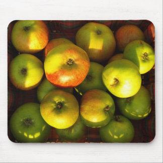 apples - mouse mat