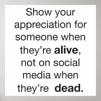 Aprecio para alguien que está vivo póster