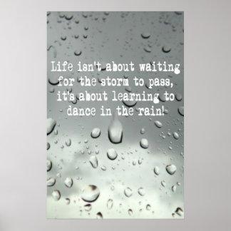 ¡Aprendizaje bailar en la lluvia! Foto de las gota Poster