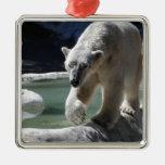 Apuntalar el oso polar ornamentos de reyes magos