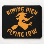 Apuntar a la bruja baja del alto vuelo que vuela H Alfombrillas De Ratones