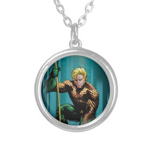 Aquaman que se agacha colgante redondo