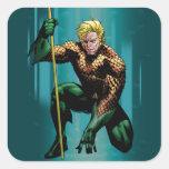 Aquaman que se agacha calcomanías cuadradass personalizadas