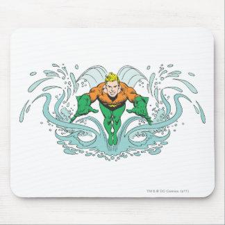 Aquaman que se lanza adelante alfombrilla de ratón