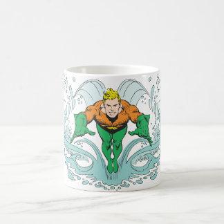 Aquaman que se lanza adelante taza de café