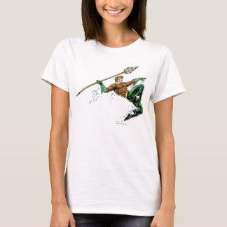 Aquaman que se lanza con la lanza playera