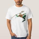 Aquaman que se lanza con la lanza remeras