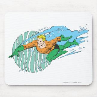 Aquaman salta a la izquierda tapetes de ratón