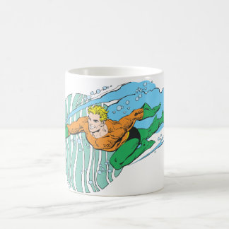 Aquaman salta a la izquierda taza básica blanca