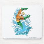 Aquaman salta en onda mousepad