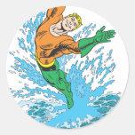 Aquaman salta en onda pegatina redonda