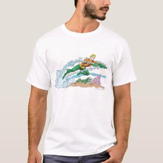 Aquaman salta sobre coral playera