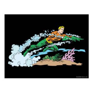 Aquaman salta sobre coral postal