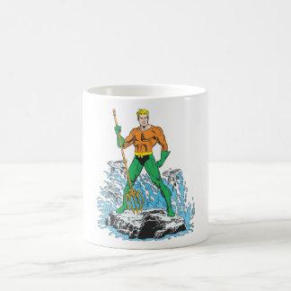 Aquaman se coloca con el Pitchfork Taza