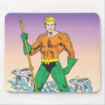 Aquaman se coloca con la lanza alfombrilla de ratones