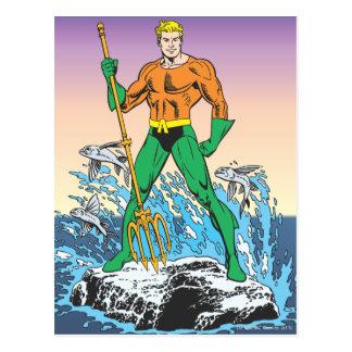 Aquaman se coloca con la lanza tarjetas postales