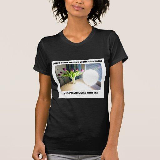 Aquí está algún TRISTE afligida tratamiento ligero T Shirt