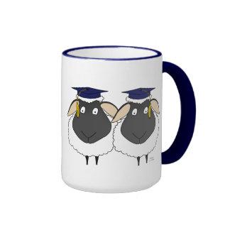 ¡Aquí está dos enhorabuena de la oveja! - Graduaci Tazas De Café