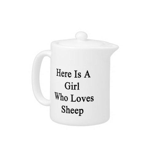 Aquí está un chica que ama ovejas