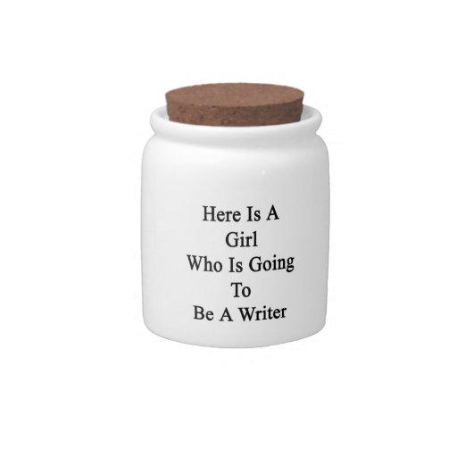 Aquí está un chica que va a ser escritor jarra para caramelo