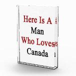 Aquí está un hombre que ama Canadá