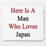 Aquí está un hombre que ama Japón Alfombrillas De Raton