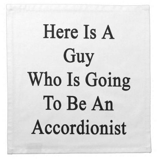 Aquí está un individuo que va a ser acordeonista servilleta
