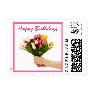 Aquí está un sello del feliz cumpleaños del ramo