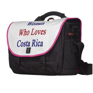 Aquí está una mujer que ama a Costa Rica Bolsa Para Ordenador