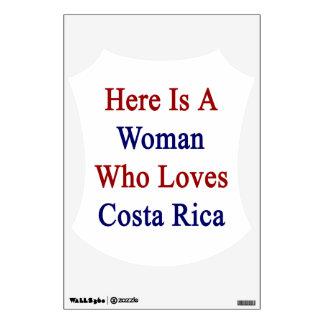 Aquí está una mujer que ama a Costa Rica
