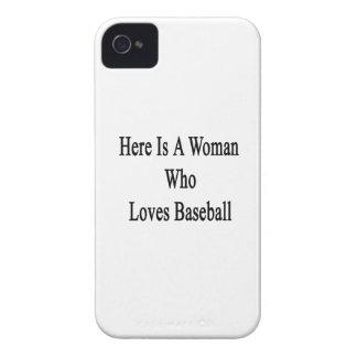 Aquí está una mujer que ama béisbol iPhone 4 Case-Mate fundas