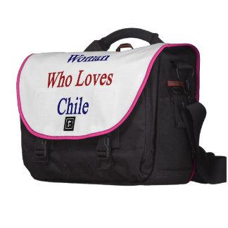 Aquí está una mujer que ama Chile Bolsas De Ordenador