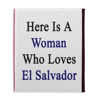 Aquí está una mujer que ama El Salvador