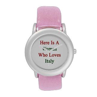 Aquí está una mujer que ama Italia Reloj