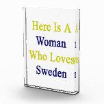 Aquí está una mujer que ama Suecia